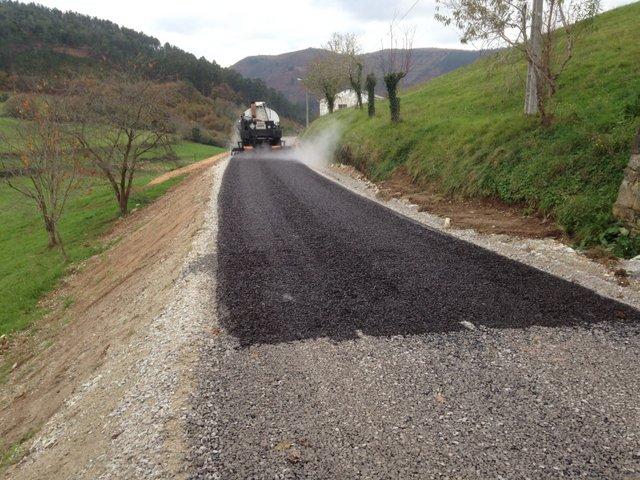 Excavaciones Emilio - Red de caminos en la zona de C.P. de Valle de Paredes. Valdés - EXCAVACIONES Y TRANSPORTES EMILIO S.L.