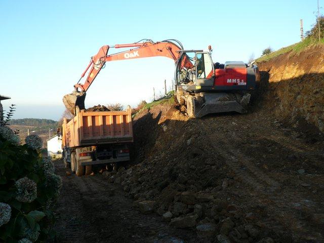 Excavaciones Emilio - Red de caminos en la zona de C.P. DE Sobrao - Campo - Villafronte. Tineo - EXCAVACIONES Y TRANSPORTES EMILIO S.L.