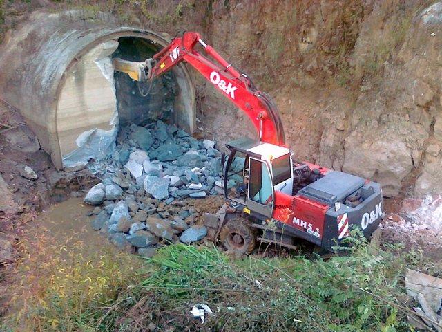 Excavaciones Emilio - Saneamiento en Las Caldas. Bueño - EXCAVACIONES Y TRANSPORTES EMILIO S.L.